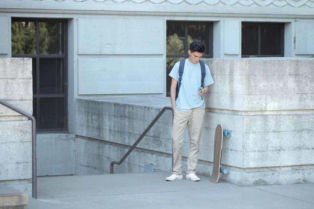 Huger Tech Classic Skateboard Bluetooth 700W 15 Range 8.5 MIL