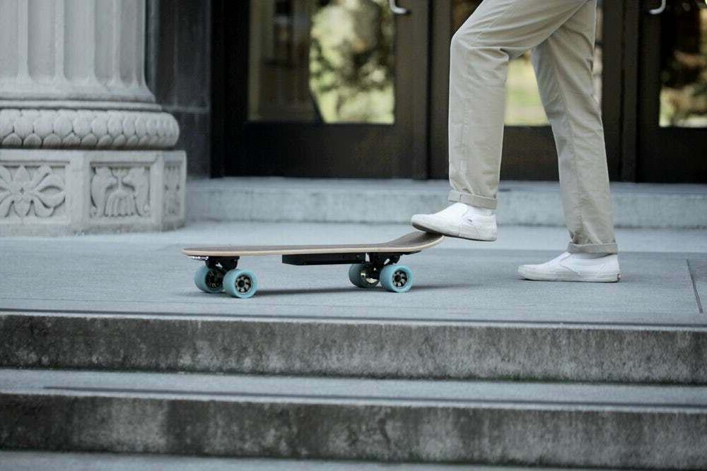 Huger Classic Electric Skateboard Bluetooth 700W 15 8.5 MIL