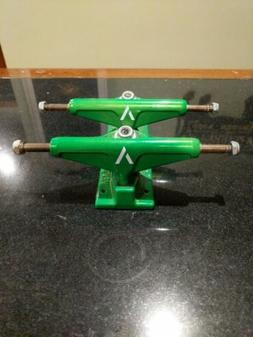 "Venture 5.0 Lo Skateboard Trucks 7.75"", Electric Green"